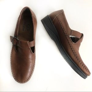 Dexter Shoes Classic Buckle T-Strap Leather Loafer